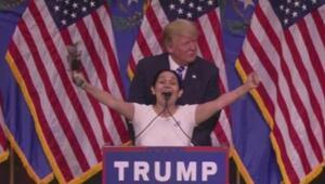 Trump llama al escenario a una seguidora latina