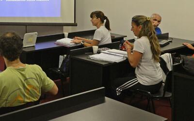 Cerca de 1,600 empleados escolares administrativos reciben notificacione...