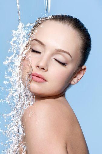 Tampoco te vuelvas fanática del agua caliente, ya que tus poros se abrir...