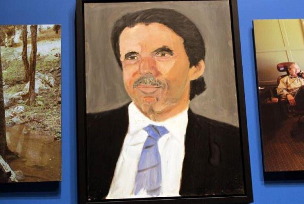 Está junto con Tony Blair y el Dalai Lama, y fue pintado con una cierta...