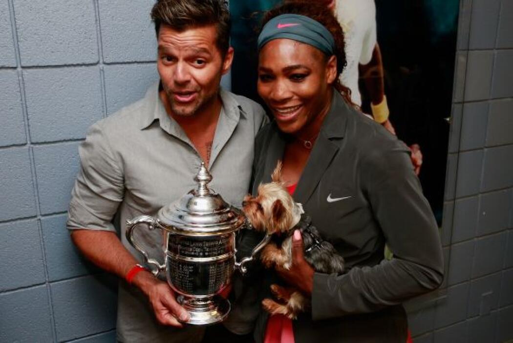 Ricky posando con Serena. Mira aquí lo último en chismes.