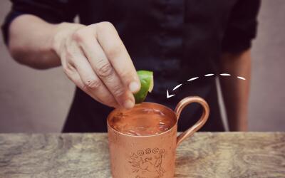 El Moscow Mule, un trago preparado con vodka
