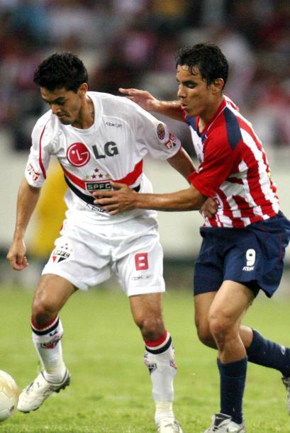 En el 2006 Chivas dio una gran campanada venciendo a Sao Paulo en duelo...