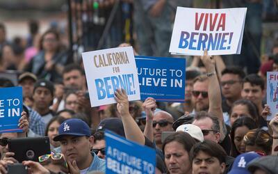 Seguidores latinos de Sanders en Los Ángeles, en mayo de 2016