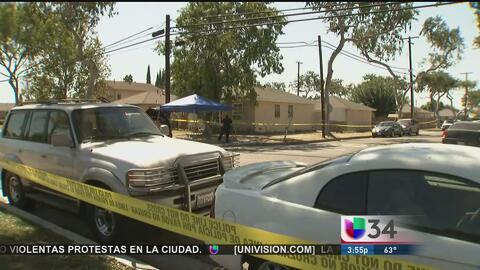 Investigan la muerte de dos hombres y una mujer en una residencia