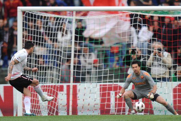Cuando la primera parte se terminaba, Mauricio Pinilla marcó el empate p...