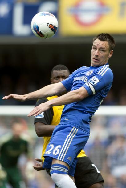 El capitán de los 'Blues' volvió a mostrar su buen juego aéreo en contra...