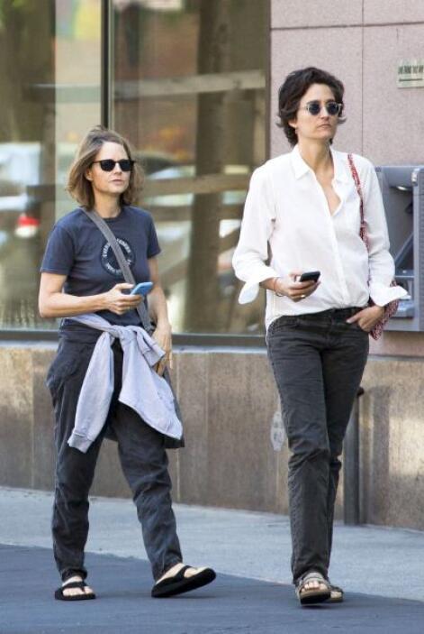 Jodie Foster y Alexandra Hedison lucen felices y muy enamoradas. Más vid...