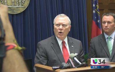 Gobernador de Georgia veta propuesta de portación de armas en universidades