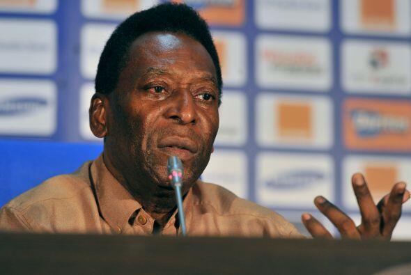 En la conferencia de prensa se habló de todo, y Pelé aprov...