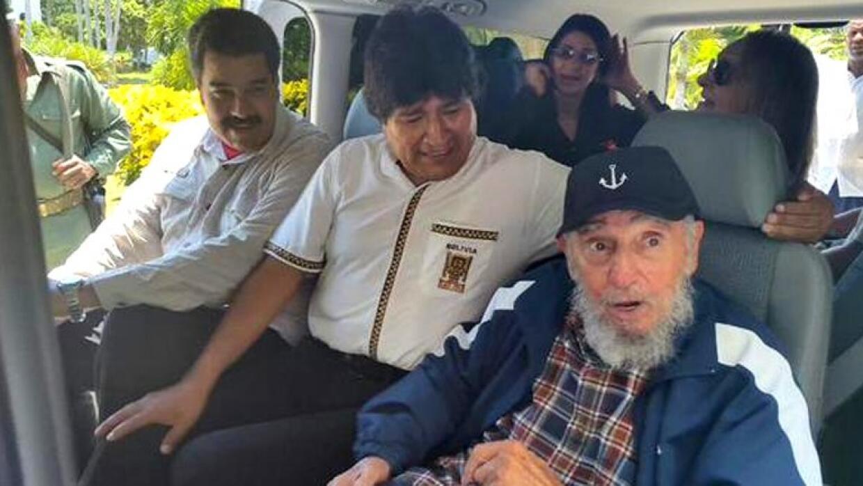 Nicolás Maduro y Evo Morales junto a Fidel Castro en su cumpleaños númer...