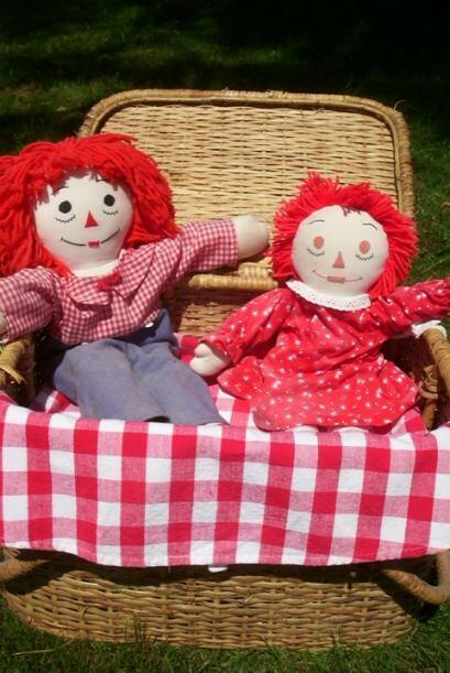Una noche, al encontrar a la muñeca de nuevo en un lugar diferente Donna...