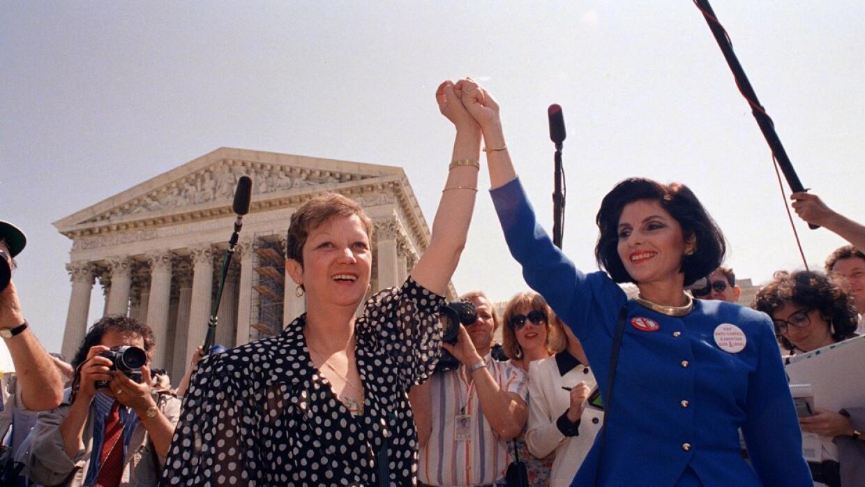 Norma McCorvey, junto a su abogada, en abril de 1989 ante la Corte Supre...