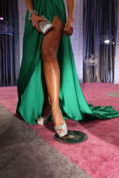 La actriz nos mostró su pierna izquierda que por cierto, está muy bien t...