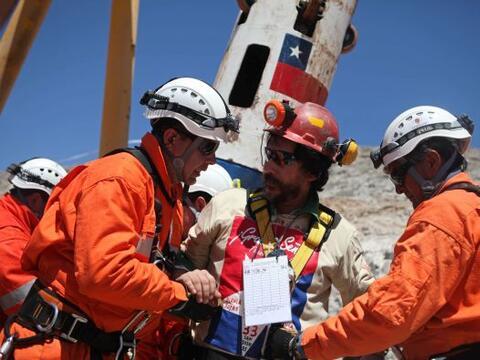 Víctor Segovia, el decimoquinto minero rescatado se ha encargado de reco...