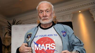 Aldrin ha sido en la última década un ferviente activista a favor de via...