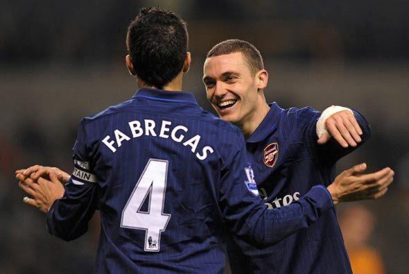 Cesc y Arshavin sumaron dos más para el Arsenal que así ga...