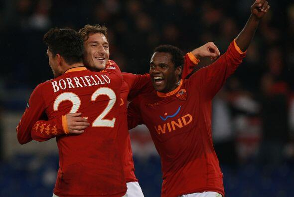 Y minutos después, Francesco Totti convirtió el tanto para el 3-2 en fav...