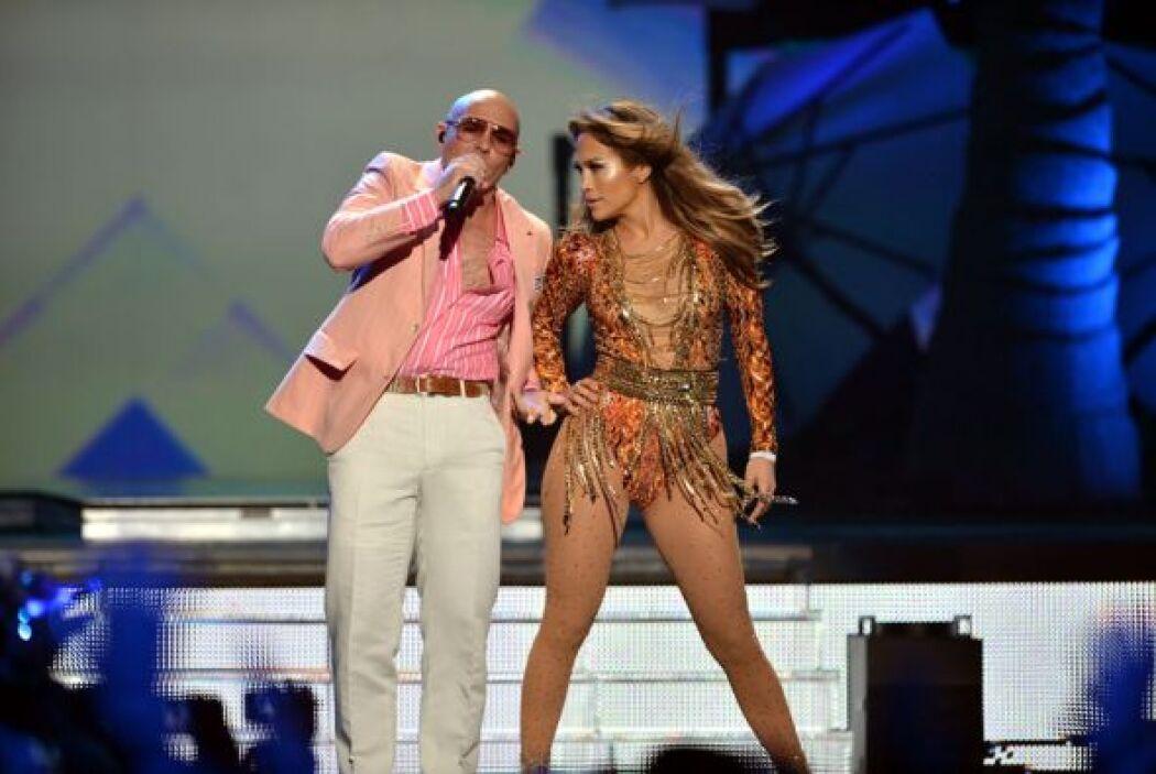 La locura fue tal cuando ambas estrellas aparecieron en el escenario.