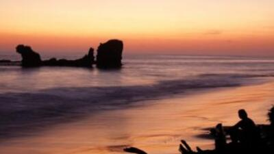 ¡surfboardt! Todo un paraíso para surfeadores, El Tunco es considerada u...