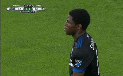 Penalti cometido por Kofi Sarkodie (San Jose Earthquakes) tras una falta...
