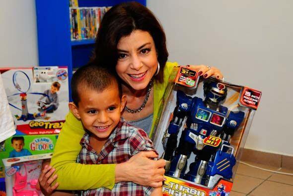 La jueza repartió juguetes y dio momentos muy felices a los niños.