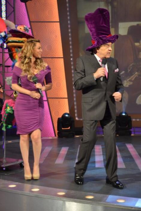 ¡A don Francisco le encantan los sombreros raros y grandes!
