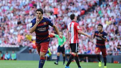 Suárez le da primera victoria al Barcelona