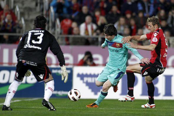 Lionel Messi estuvo cerca de marcar otro tanto pero se le fue larga ante...