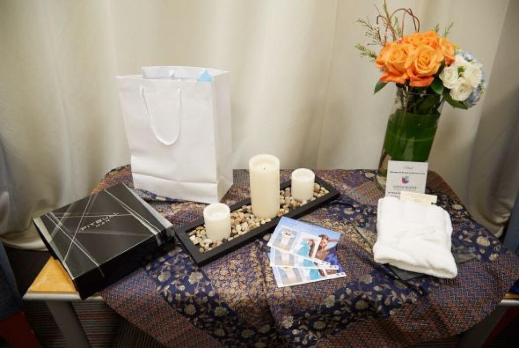 Estos son los regalitos que le esperan a Pitbull en su camerino.