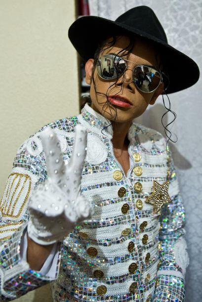 Él es Héctor Jackson, inició como imitador de Micha...