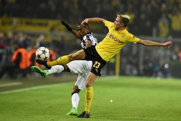 Por su parte el Borussia Dortmund intentó meterse en el partido a...