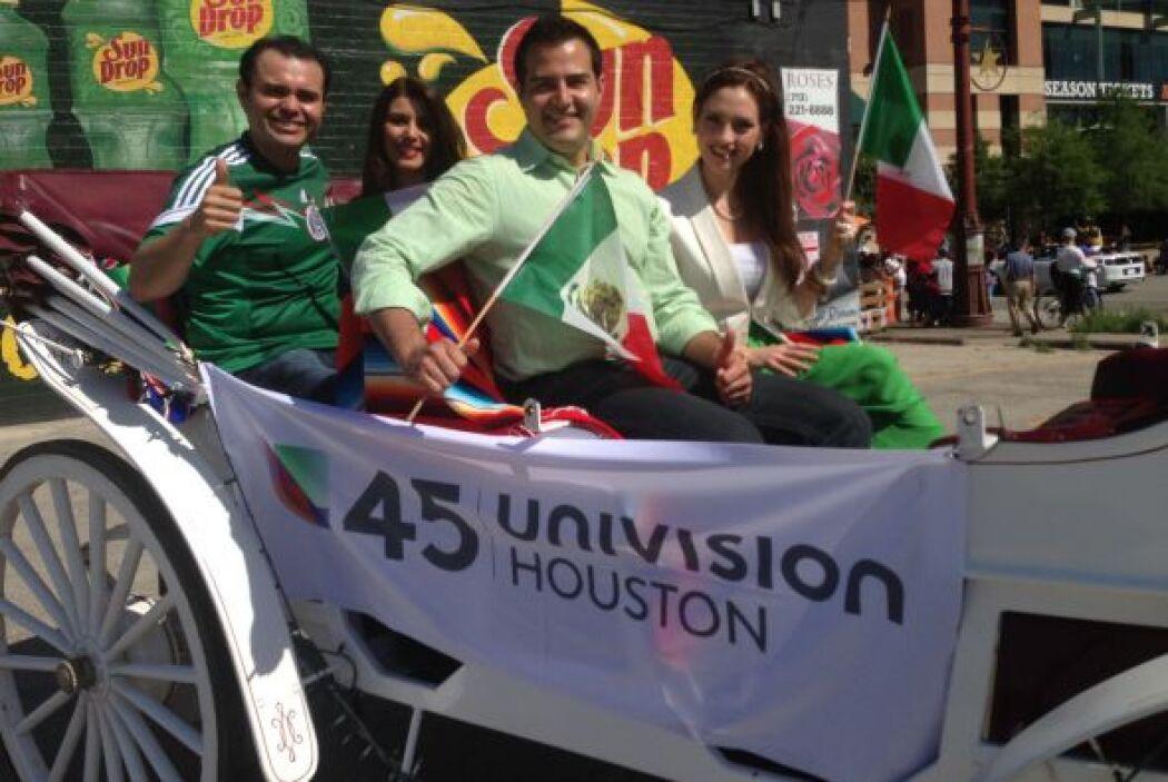 Como todos unos aristócratas del siglo XIX, el equipo de Univision paseó...