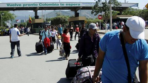 Continúa el caos por la falta de billetes en Venezuela a pesar de reabri...