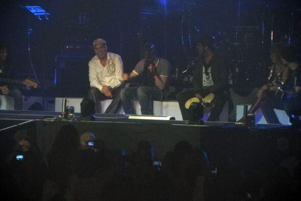 Enrique dijo que seguiría el concierto en honor a los miembros fa...