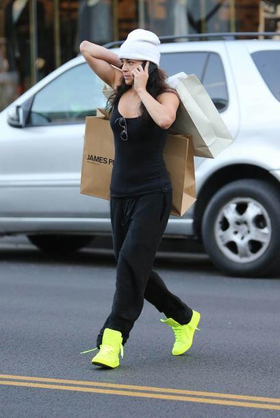 Michelle terminó de hacer compras en una tienda de Beverly Hills.Mira aq...