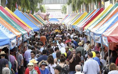 """El Miami Book Fair incluye un """"Street Fair"""" del 20 al 22 de noviembre."""