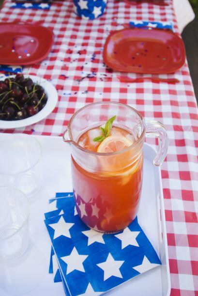 Una rica naranjada hecha con soda o con agua natural será una excelente...