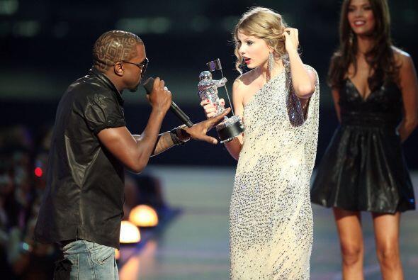 Y es que en 2009, Kanye interrumpió el discurso de Taylor, donde ella da...