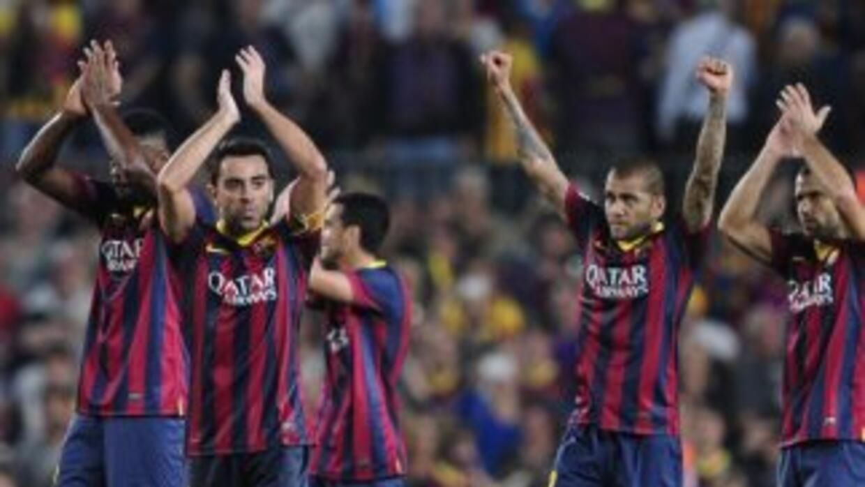 Barcelona celebra con su afición al final del partido que ganó al Real M...