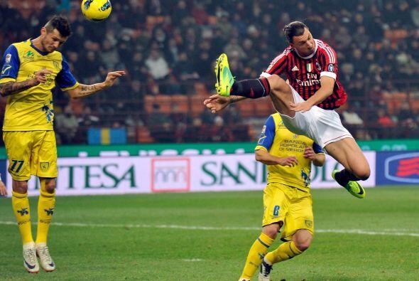 Milan se encargó de cerrar la fecha dominical en partido ante el Chievo...