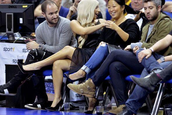 Bien acompañada por amigos, Lady Gaga fue la sensación del...