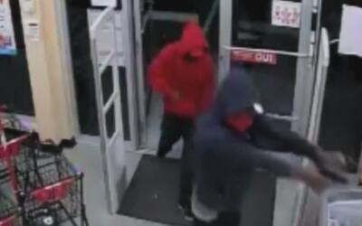 Ladrones fuertemente armados robaron una tienda Family Dollar en el noro...