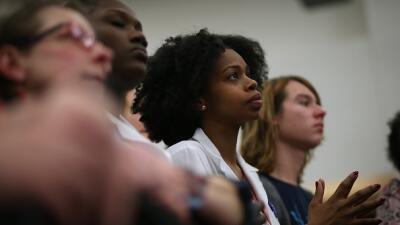 Participantes en un evento electoral de Hillary Clinton