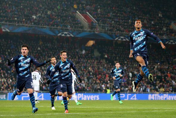 En el otro duelo de la jornada, Oporto rescató el empate en un pa...