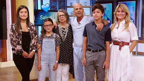 El Dr. Juan Rivera recibió la visita sorpresa de su familia al término d...