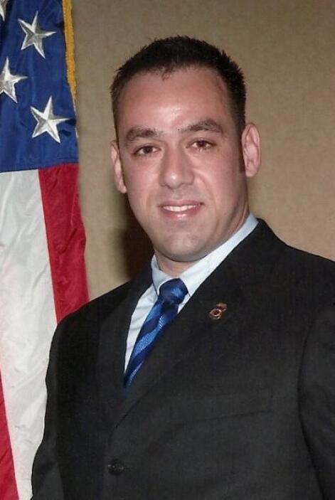 El agente que murió fue Jaime Zapata. Su carrera comenzó en la policía f...