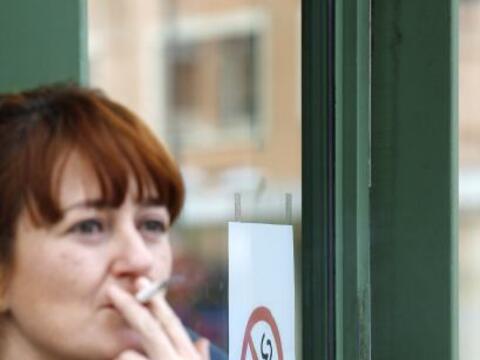 El gobierno español endureció la ley antitabaco ya que ahora está prohib...