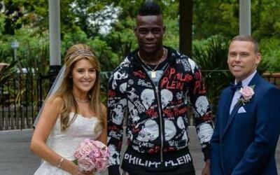 Balotelli con los novios