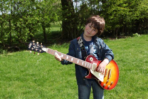 Ahora es especialista en tocar himnos del 'heavy metal', canciones de ba...
